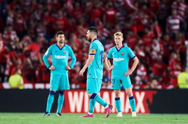 Barca thảm bại trước đội bóng mới lên hạng cùng loạt thống kê siêu tệ hại, fan đồng loạt kêu gọi sa thải ông thầy được Messi hết lòng ủng hộ - Ảnh 8.