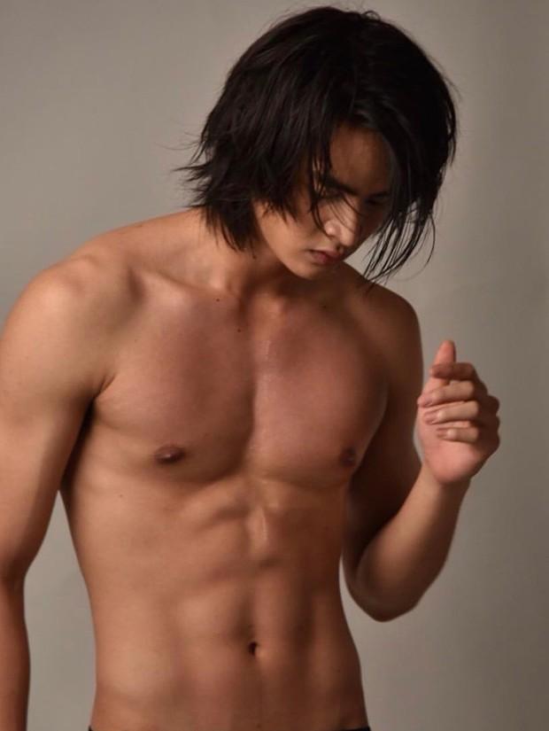 Hội mê trai truỳ lùng info hot boy Thái nuôi tóc dài trong MV Đinh Hương: Body 6 múi cuồn cuộn, nhan sắc khiến con gái ghen tỵ - Ảnh 4.