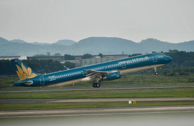Vietnam Airlines tiếp tục điều chỉnh kế hoạch khai thác do ảnh hưởng của bão Tapah - Ảnh 1.