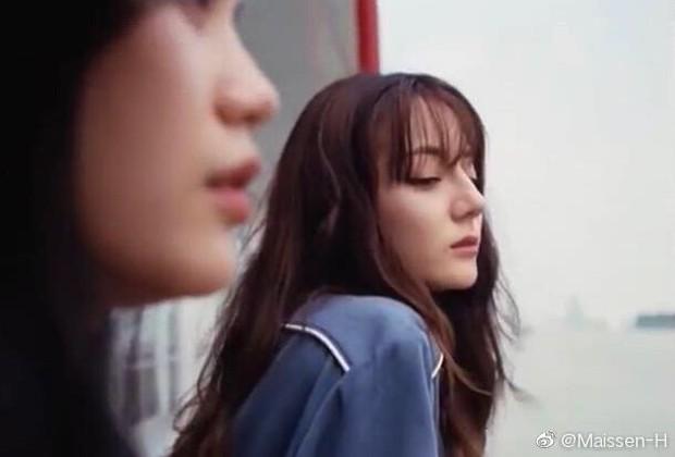 Tranh cãi khí chất của Địch Lệ Nhiệt Ba bên siêu mẫu Ming Xi: Dễ thương hay vẫn chạy dài trước đàn chị nổi tiếng? - Ảnh 9.