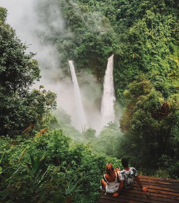 Muốn thử cảm giác mạnh ở Lào, đu đưa ngay trên võng và uống cafe giữa thác nước cao 140m này đi! - Ảnh 1.