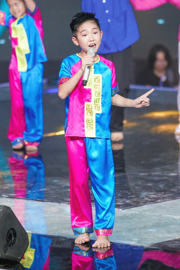 Giọng hát Việt nhí: Lưu Thiên Hương khóc nức nở trên sân khấu khi xem học trò hát tặng mẹ bị ung thư - Ảnh 8.
