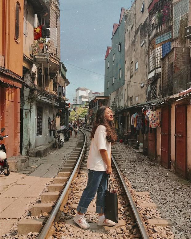 """Hà Nội lộ diện con đường tàu đẹp như phim, dân tình tranh cãi nảy lửa: Lại sắp mất đi hai chữ """"bình yên"""" - Ảnh 3."""