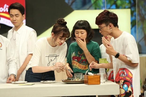 Đại Nghĩa đỡ lời khi Hari Won nhiệt tình ăn trên sóng truyền hình - Ảnh 1.
