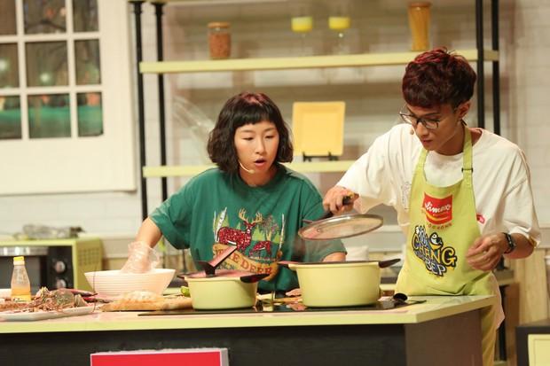 Đại Nghĩa đỡ lời khi Hari Won nhiệt tình ăn trên sóng truyền hình - Ảnh 4.