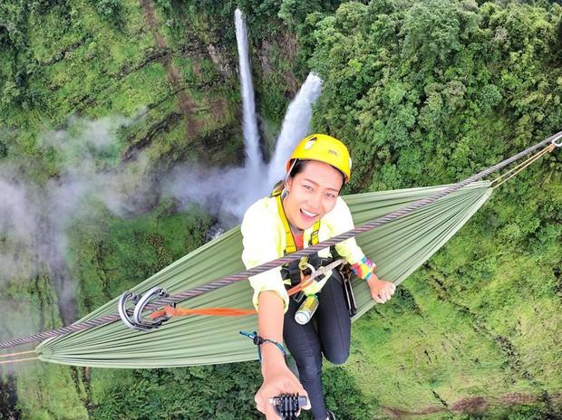 Muốn thử cảm giác mạnh ở Lào, đu đưa ngay trên võng và uống cafe giữa thác nước cao 140m này đi! - Ảnh 20.