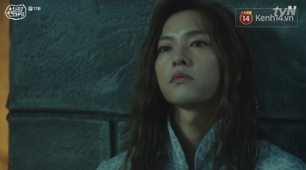 Ngộp thở với màn phân thân của Song Joong Ki: Người cầm đầu cuộc chiến, kẻ tàn độc tra tấn người không ghê tay - Ảnh 8.