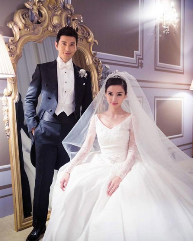 10 mẫu váy cưới đắt đỏ và đáng ao ước nhất mọi thời đại mà cô gái nào cũng muốn một lần khoác lên mình - Ảnh 2.