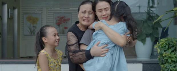 Chị em phụ nữ trong Hoa Hồng Trên Ngực Trái: Khổ từ trong trứng nước tới tận lúc về già - Ảnh 1.