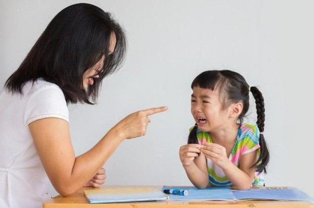 Cha mẹ hãy nghiêm khắc nhìn lại mình: Đôi khi bạn có thể làm tất cả mọi thứ cho con trừ việc để nó là chính mình - Ảnh 1.