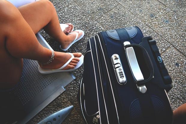 5 lỗi trang phục có thể khiến bạn rơi vào cảnh dở khóc dở cười khi đi du lịch. Đọc ngay để còn biết mà tránh nhé! - Ảnh 1.