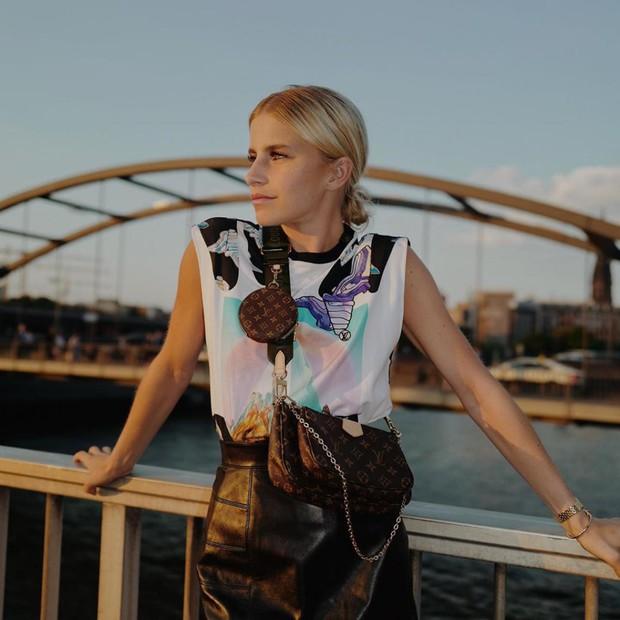 Mua 1 được hẳn 3 lại mix thế nào cũng đẹp, chẳng trách chiếc túi hiệu này được các sao nữ, fashionista khắp muôn nơi mê tít - Ảnh 19.
