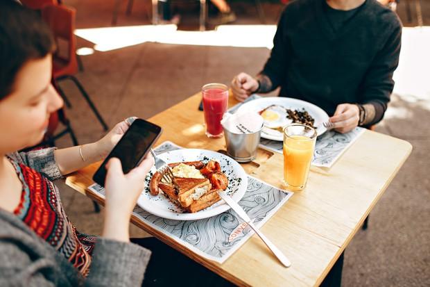 Vì sao vô các khách sạn hay nhà hàng lớn lại có nơi không cho bạn xách bọc thức ăn thừa mang về? - Ảnh 6.