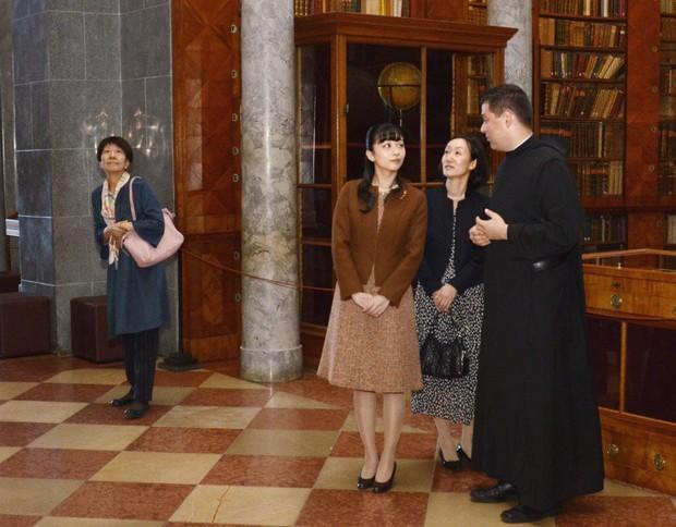 Sau màn lột xác ngoạn mục, Công chúa Nhật Bản gây thất vọng với vẻ ngoài kém sắc vì sự lựa chọn thiếu tinh tế trong chuyến đi mới nhất - Ảnh 8.