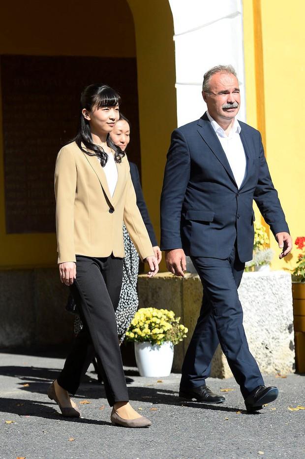 Sau màn lột xác ngoạn mục, Công chúa Nhật Bản gây thất vọng với vẻ ngoài kém sắc vì sự lựa chọn thiếu tinh tế trong chuyến đi mới nhất - Ảnh 9.