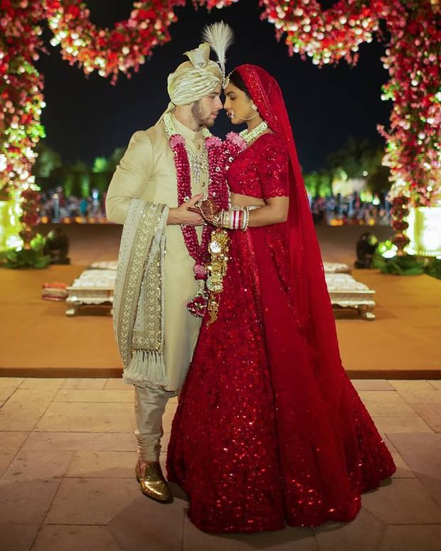 10 mẫu váy cưới đắt đỏ và đáng ao ước nhất mọi thời đại mà cô gái nào cũng muốn một lần khoác lên mình - Ảnh 10.