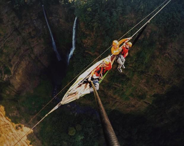 Muốn thử cảm giác mạnh ở Lào, đu đưa ngay trên võng và uống cafe giữa thác nước cao 140m này đi! - Ảnh 22.