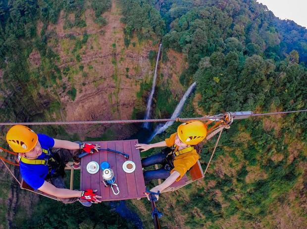 Muốn thử cảm giác mạnh ở Lào, đu đưa ngay trên võng và uống cafe giữa thác nước cao 140m này đi! - Ảnh 21.