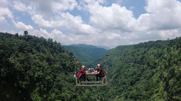 Muốn thử cảm giác mạnh ở Lào, đu đưa ngay trên võng và uống cafe giữa thác nước cao 140m này đi! - Ảnh 12.