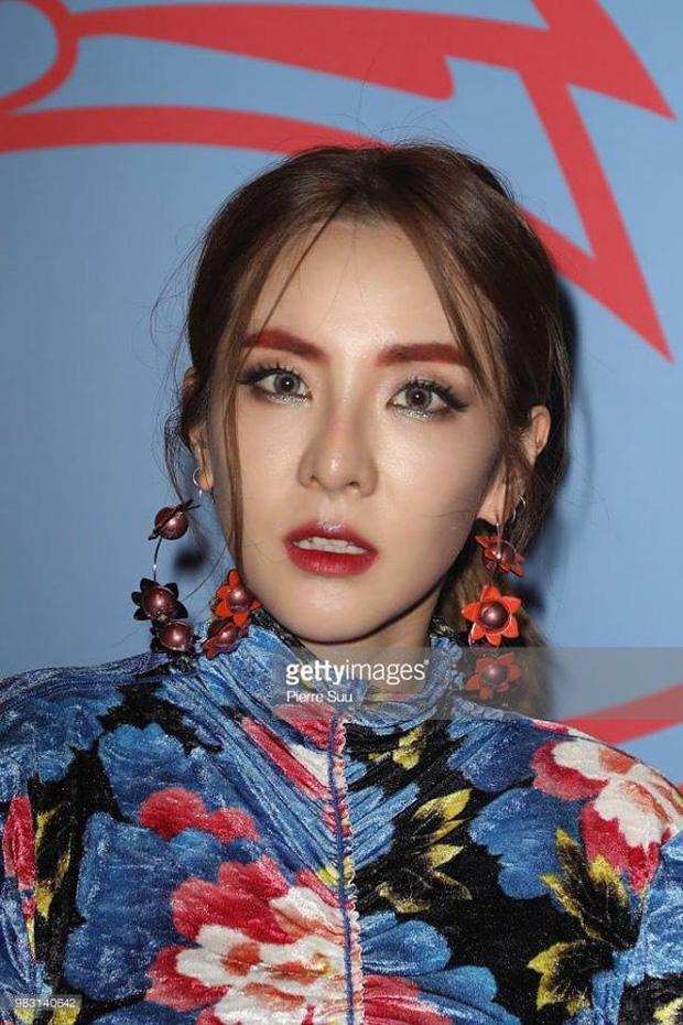 Ai ngờ dàn idol cực phẩm cũng dọa fan chạy mất dép vì mặt trắng bệch: Luna như đóng phim kinh dị, mỹ nam BTS bị hại - Ảnh 4.