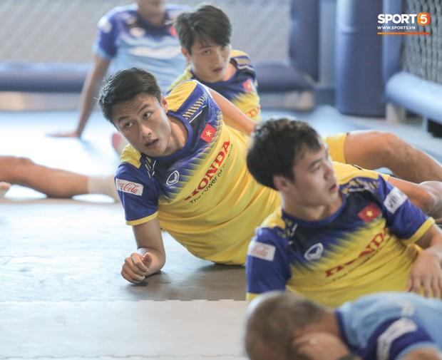 Cầu thủ từng chê tuyển Việt Nam bị HLV Park nắn gân ngay trong buổi tập đầu tiên - Ảnh 8.