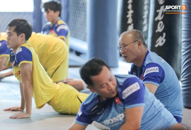 Cầu thủ từng chê tuyển Việt Nam bị HLV Park nắn gân ngay trong buổi tập đầu tiên - Ảnh 4.