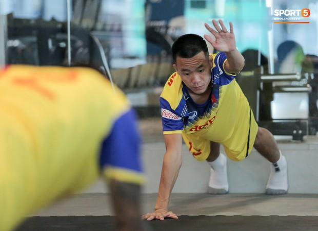 Cầu thủ từng chê tuyển Việt Nam bị HLV Park nắn gân ngay trong buổi tập đầu tiên - Ảnh 3.