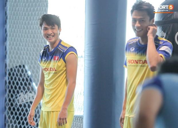 Cầu thủ từng chê tuyển Việt Nam bị HLV Park nắn gân ngay trong buổi tập đầu tiên - Ảnh 10.