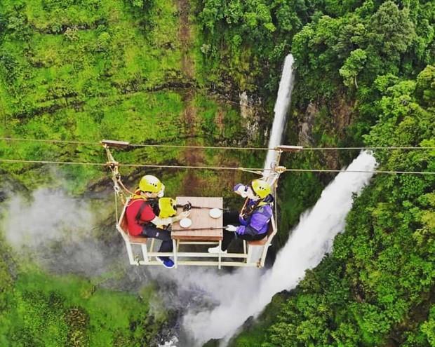 Muốn thử cảm giác mạnh ở Lào, đu đưa ngay trên võng và uống cafe giữa thác nước cao 140m này đi! - Ảnh 11.
