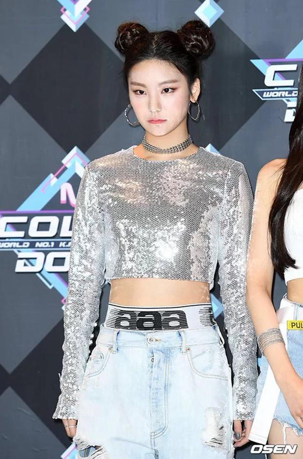 Ai ngờ dàn idol cực phẩm cũng dọa fan chạy mất dép vì mặt trắng bệch: Luna như đóng phim kinh dị, mỹ nam BTS bị hại - Ảnh 5.
