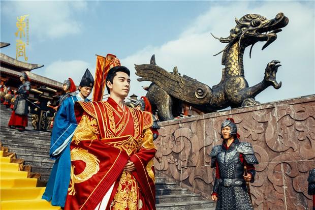 5 nam thần bận áo đỏ chứng tỏ đẹp trai màn ảnh Hoa ngữ: Nhìn Tiêu Chiến mặc, đảm bảo ai cũng đòi làm cô dâu - Ảnh 16.