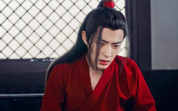 5 nam thần bận áo đỏ chứng tỏ đẹp trai màn ảnh Hoa ngữ: Nhìn Tiêu Chiến mặc, đảm bảo ai cũng đòi làm cô dâu - Ảnh 2.