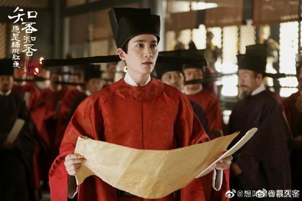5 nam thần bận áo đỏ chứng tỏ đẹp trai màn ảnh Hoa ngữ: Nhìn Tiêu Chiến mặc, đảm bảo ai cũng đòi làm cô dâu - Ảnh 13.