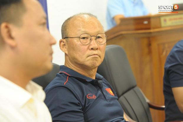 HLV Park Hang-seo: Mạc Hồng Quân sẽ đá tiền đạo cắm, vị trí của Công Phượng rất đáng lo - Ảnh 2.