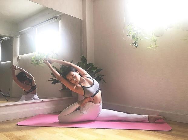 Chuyên trị những tư thế yoga khó nhằn, bảo sao vóc dáng Sĩ Thanh lại nét căng đến vậy - Ảnh 9.