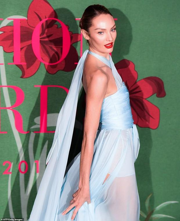3 thiên thần hot nhất Victorias Secret đọ sắc trên thảm xanh: Đều trên 30 tuổi, 2 mẹ bỉm sữa sao xuất sắc thế này? - Ảnh 4.