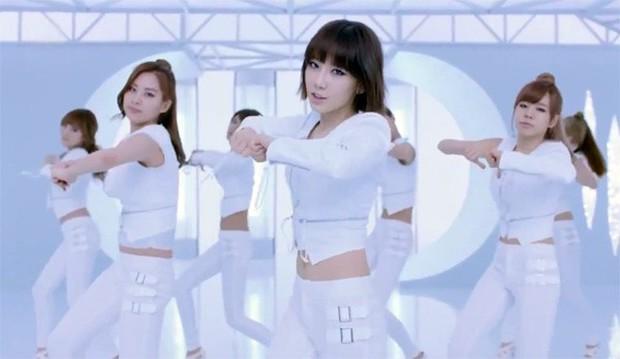 Choáng với MV comeback hoành tráng của TWICE nhưng sao xem qua lại thấy có cả SNSD, BTS và sương sương một chút Sunmi thế này? - Ảnh 19.