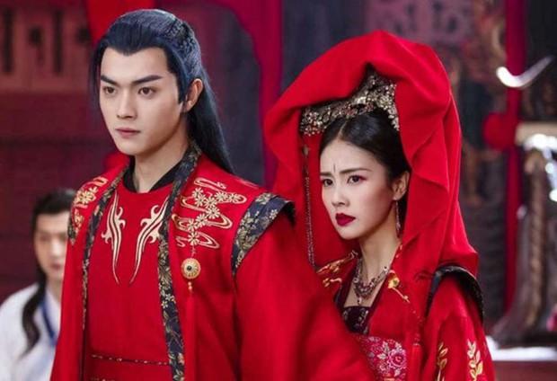 5 nam thần bận áo đỏ chứng tỏ đẹp trai màn ảnh Hoa ngữ: Nhìn Tiêu Chiến mặc, đảm bảo ai cũng đòi làm cô dâu - Ảnh 20.