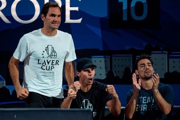 Khoảnh khắc may ra cả năm mới có 1 lần: Federer và Nadal rạng rỡ cùng nhau nâng cúp vô địch thế giới - Ảnh 2.