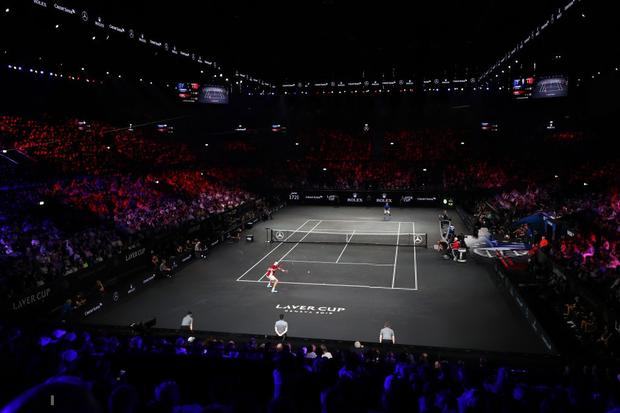 Khoảnh khắc may ra cả năm mới có 1 lần: Federer và Nadal rạng rỡ cùng nhau nâng cúp vô địch thế giới - Ảnh 1.