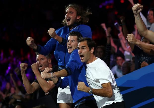 Khoảnh khắc may ra cả năm mới có 1 lần: Federer và Nadal rạng rỡ cùng nhau nâng cúp vô địch thế giới - Ảnh 5.