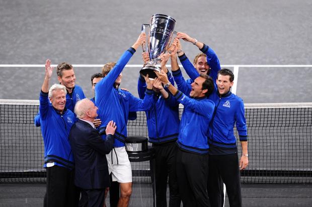 Khoảnh khắc may ra cả năm mới có 1 lần: Federer và Nadal rạng rỡ cùng nhau nâng cúp vô địch thế giới - Ảnh 9.
