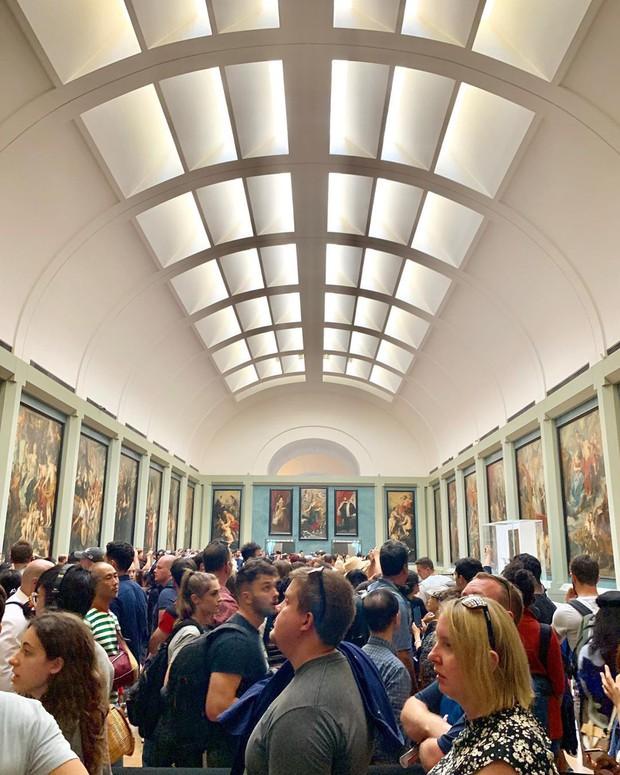 Choáng: Kỳ Duyên và Minh Triệu lả cả người vì phải xếp hàng 3 tiếng mới được vào bảo tàng ở Paris, tình trạng quá tải du lịch đáng báo động! - Ảnh 6.