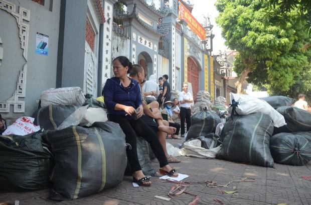 Hà Nội: Cháy hàng loạt ki ốt tại chợ Tó - Đông Anh, tiểu thương hốt hoảng ôm hàng bỏ chạy - Ảnh 11.