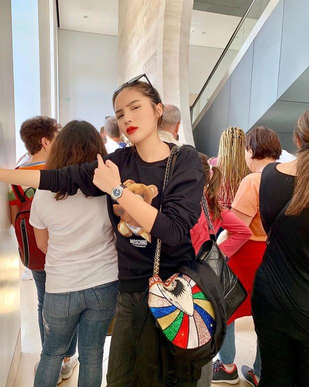 Choáng: Kỳ Duyên và Minh Triệu lả cả người vì phải xếp hàng 3 tiếng mới được vào bảo tàng ở Paris, tình trạng quá tải du lịch đáng báo động! - Ảnh 4.
