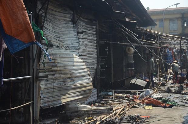 Hà Nội: Cháy hàng loạt ki ốt tại chợ Tó - Đông Anh, tiểu thương hốt hoảng ôm hàng bỏ chạy - Ảnh 12.