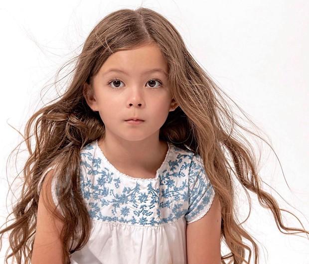 Chỉ một bức ảnh, con gái Hồng Nhung đã gây bão mạnh với vẻ đẹp lai cực phẩm: Mỹ nhân tương lai đây rồi! - Ảnh 1.