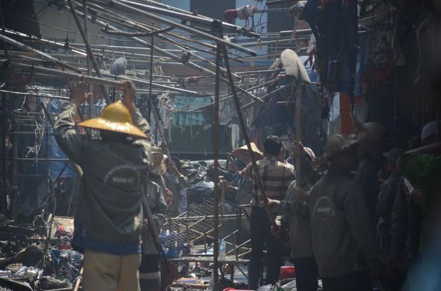Hà Nội: Cháy hàng loạt ki ốt tại chợ Tó - Đông Anh, tiểu thương hốt hoảng ôm hàng bỏ chạy - Ảnh 7.