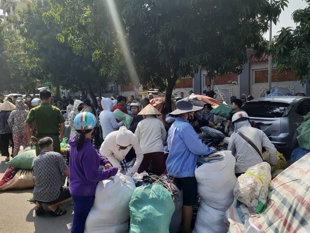 Hà Nội: Cháy hàng loạt ki ốt tại chợ Tó - Đông Anh, tiểu thương hốt hoảng ôm hàng bỏ chạy - Ảnh 4.