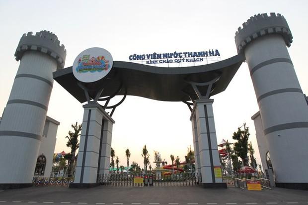 Sau vụ bé trai 6 tuổi đuối nước tử vong, công viên nước Thanh Hà đóng cửa, treo biển đang duy tu, bảo dưỡng - Ảnh 1.